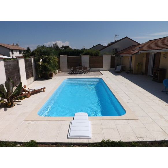Coque polyester R800 filtration traditionnelle piscine privée